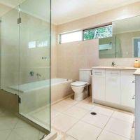 9-Main-BathroomSmaller