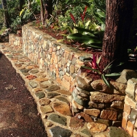 entry_rock_wall_dogfriendly_holidayhouse_coolum_beach
